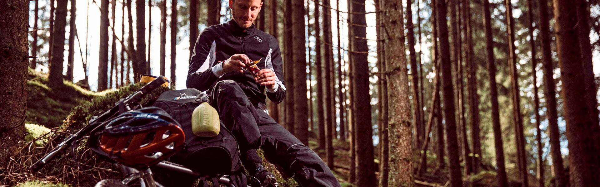 sykkeltur i skogen